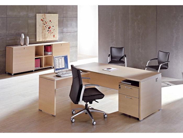 Mesa y sillas de oficina