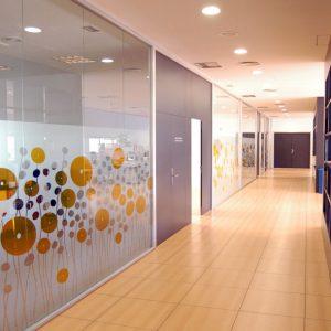 Mamparas de oficina de cyomobiliario mobiliario de oficinas for Mamparas de oficina precios